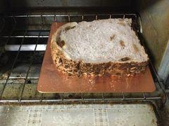 続きの穀物パン